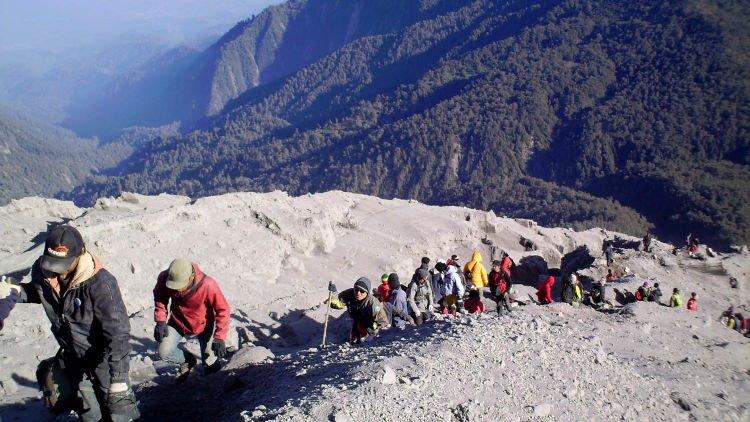 pendakian gunung semeru, mendaki gunung semeru, gunung semeru